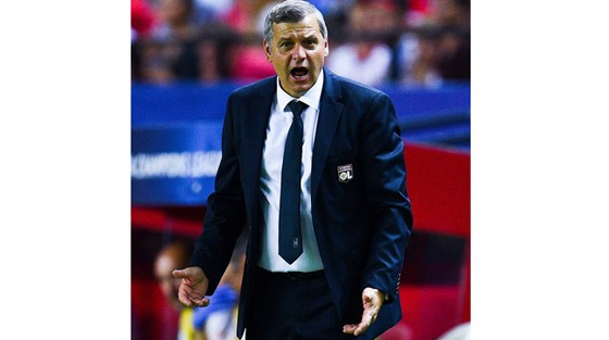 HLV Bruno Genesio muốn thắng Europa League.