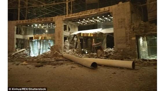 Hai trận động đất liên tiếp ở Trung Quốc, hàng trăm người thương vong ảnh 1