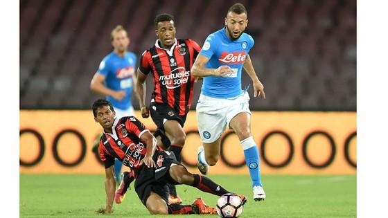 Nice (trái) sẽ gặp khó trước Napoli