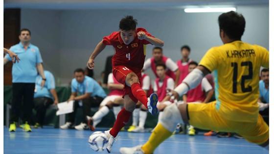 Futsal nam ngược dòng đánh bại Indonesia với tỷ số 4-1