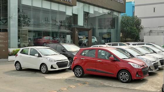Thị trường ô tô trước ngày 1-1-2018: Giá giảm nhưng sức mua vẫn chậm ảnh 1
