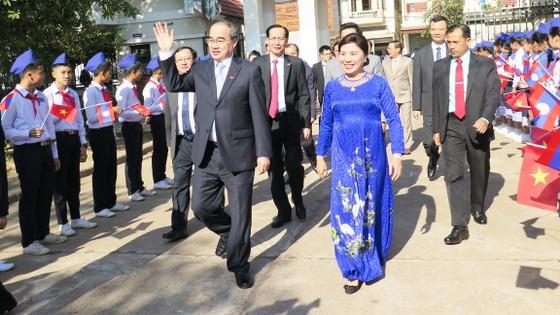 TPHCM hỗ trợ Thủ đô Viêng Chăn về giáo dục ảnh 1