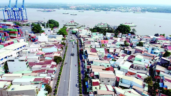 """Cảng biển TPHCM lại bị """"bao vây"""" ảnh 1"""