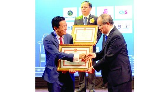 TPHCM tôn vinh 199 doanh nhân, doanh nghiệp tiêu biểu năm 2018 ảnh 1