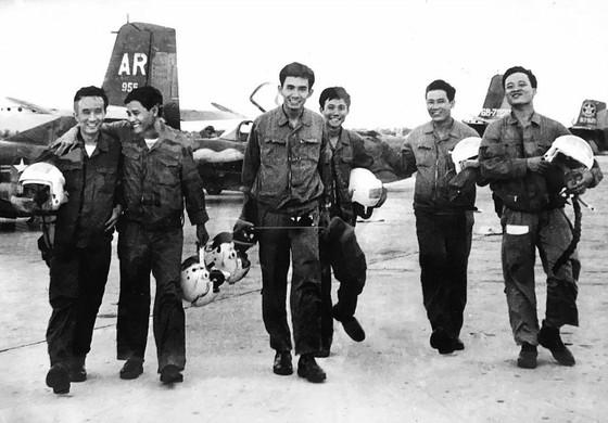 Kỷ niệm 45 năm Ngày Giải phóng miền Nam, thống nhất đất nước (30-4-1975 - 30-4-2020): Năm 1975 - mọi con đường đều dẫn tới Sài Gòn ảnh 2
