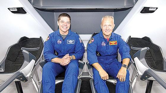 SpaceX lần đầu tiên đưa  phi hành gia vào vũ trụ ảnh 1