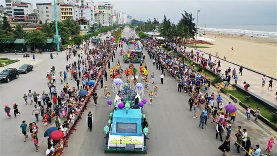 Lễ hội Du lịch Biển Sầm Sơn 2020 mở màn sôi động với Carnival đường phố rực rỡ ảnh 8