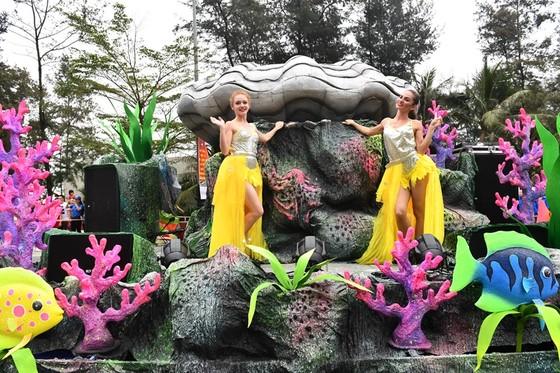 Lễ hội Du lịch Biển Sầm Sơn 2020 mở màn sôi động với Carnival đường phố rực rỡ ảnh 7