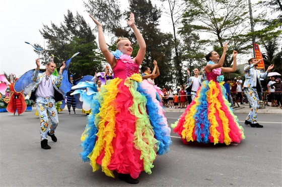 Lễ hội Du lịch Biển Sầm Sơn 2020 mở màn sôi động với Carnival đường phố rực rỡ ảnh 5