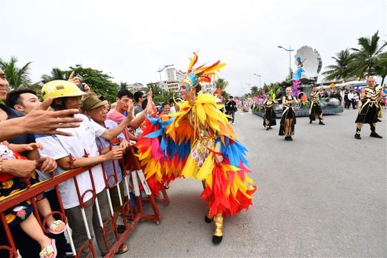 Lễ hội Du lịch Biển Sầm Sơn 2020 mở màn sôi động với Carnival đường phố rực rỡ ảnh 3