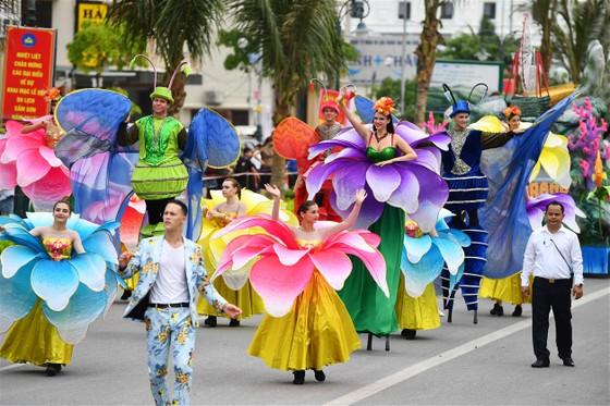Lễ hội Du lịch Biển Sầm Sơn 2020 mở màn sôi động với Carnival đường phố rực rỡ ảnh 1