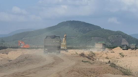 Phú Yên: Doanh nghiệp vi phạm hàng loạt quy định về khai thác cát ảnh 4