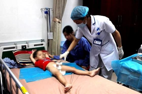 Bắt giam y sĩ hành nghề không phép làm 103 trẻ bị sùi mào gà ảnh 2