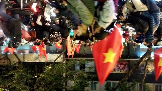 Hà Nội vỡ òa trước chiến thắng của đội tuyển U23 Việt Nam ảnh 7