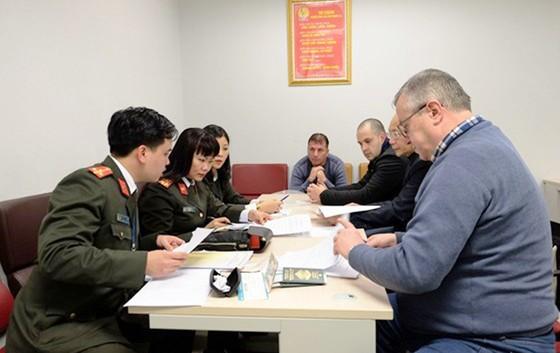 Lần đầu tiên Việt Nam dẫn độ đối tượng bị truy nã quốc tế cho Bulgaria ảnh 1