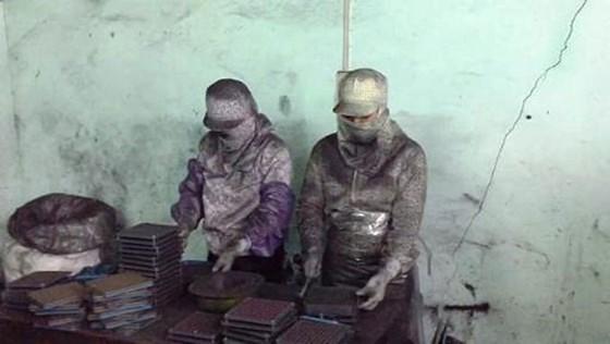 Bắt thêm 1 giám đốc trong vụ chế thuốc Vinaca từ bột than ảnh 1