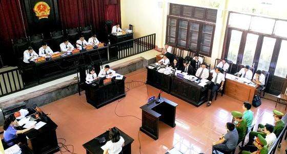 Không tuyên án đối với bác sĩ Hoàng Công Lương cùng 2 đồng phạm ảnh 2