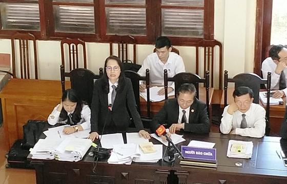 Tranh luận căng thẳng sau đề nghị trả hồ sơ vụ án tai biến chạy thận ở Hòa Bình ảnh 1
