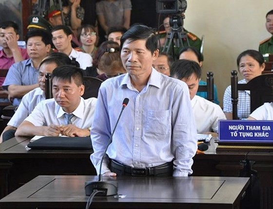 Vụ tai biến chạy thận 9 người tử vong: Nguyên Giám đốc BVĐK Hòa Bình chỉ chịu trách nhiệm hành chính ảnh 1