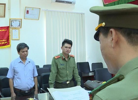 Vụ gian lận thi cử tại Sơn La: Khởi tố Phó Giám đốc Sở GD-ĐT tỉnh Sơn La và nhiều quan chức giáo dục ảnh 2