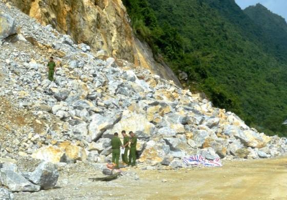 Nổ mìn phá đá làm đường, 3 công nhân thiệt mạng  ảnh 1