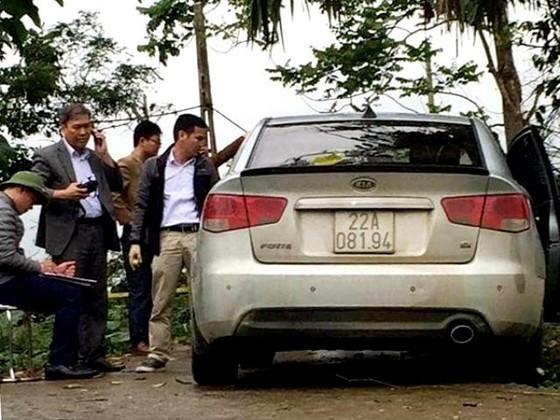 Bắt tài xế taxi rút súng bắn vào đầu đồng nghiệp để cướp xe  ảnh 1