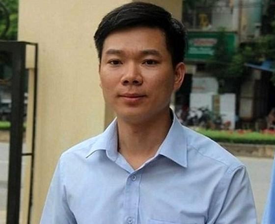 Bác sĩ Hoàng Công Lương được giảm 12 tháng tù ảnh 1