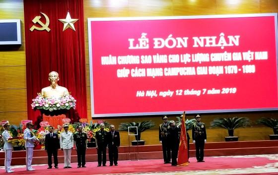 Chuyên gia Việt Nam giúp Cách mạng Campuchia nhận Huân chương Sao Vàng ảnh 1