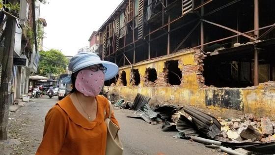 Chợ vẫn họp xung quanh khu vực xảy ra vụ cháy Công ty Rạng Đông ảnh 4