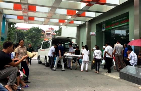 Một trẻ mầm non ở Bắc Ninh suýt thiệt mạng vì bị bỏ quên 7 tiếng trong ô tô ảnh 1
