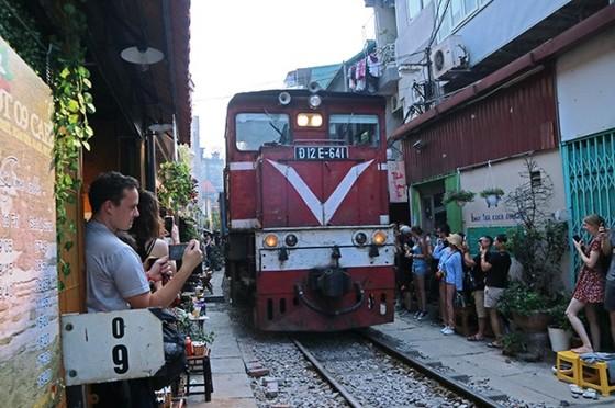 Hà Nội huy động nhiều quận huyện dẹp quán cà phê đường tàu ảnh 2