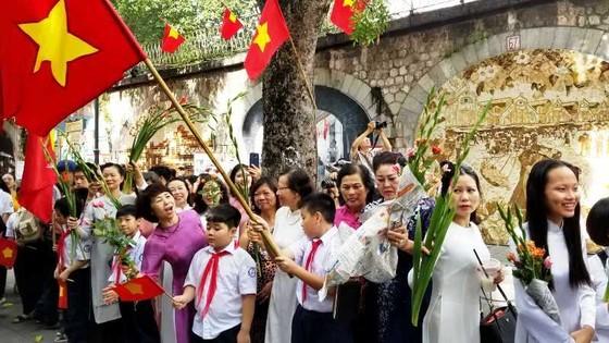 Hà Nội năm cửa ô đón mừng đoàn quân giải phóng  ảnh 4