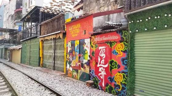 """Sáng nay 10-10, cà phê đường tàu ở Hà Nội """"vắng như chùa Bà Đanh"""" ảnh 2"""