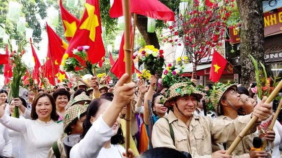 Hà Nội năm cửa ô đón mừng đoàn quân giải phóng  ảnh 8