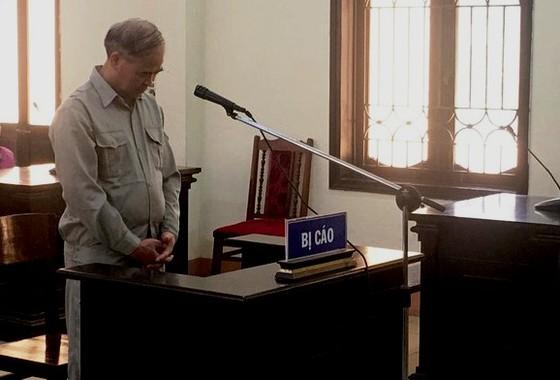 Phạt 8 năm tù cựu hiệu trưởng dâm ô học sinh nam ảnh 1