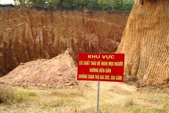 Vụ chôn lấp trộm chất thải nguy hại ở Sóc Sơn: Sau 2 năm mới lộ ra ảnh 2