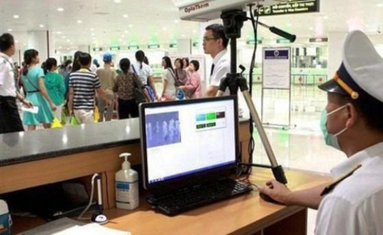 Bắt buộc người nhập cảnh từ Trung Quốc phải khai báo y tế  ảnh 2