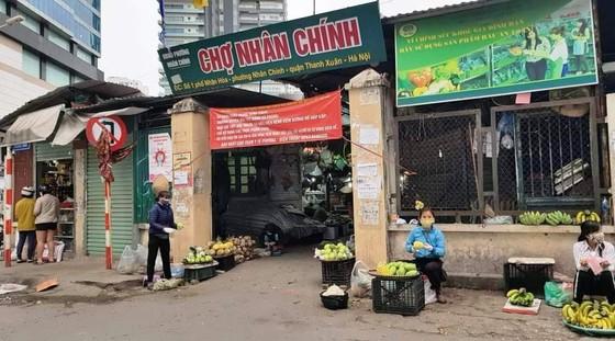 Ngày đầu thực hiện cách ly toàn xã hội - đường phố Hà Nội không vắng bóng người ảnh 9