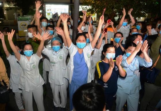 Bệnh viện Bạch Mai hết cách ly, người bệnh nặng thêm nhiều cơ hội được cứu sống ảnh 5