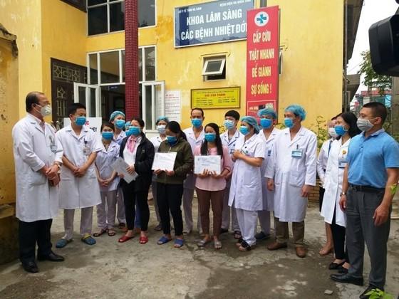 Một bệnh nhân Covid-19 vừa khỏi bệnh ra viện lại nhập viện trở lại vì dương tính virus SARS-CoV-2 ảnh 1