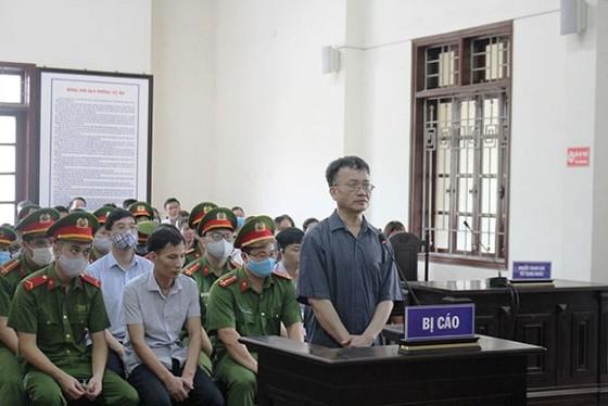 Xét xử vụ án gian lận thi cử ở Hòa Bình: Cựu trưởng phòng an ninh kêu oan ảnh 3