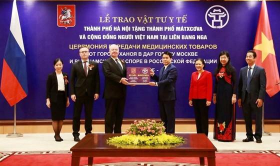 Hà Nội tặng Mátxcơva một lượng lớn khẩu trang y tế chống dịch Covid-19 ảnh 1