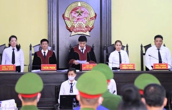 Vụ án gian lận điểm thi THPT tại Sơn La: Bản án nghiêm khắc với 12 bị cáo ảnh 1