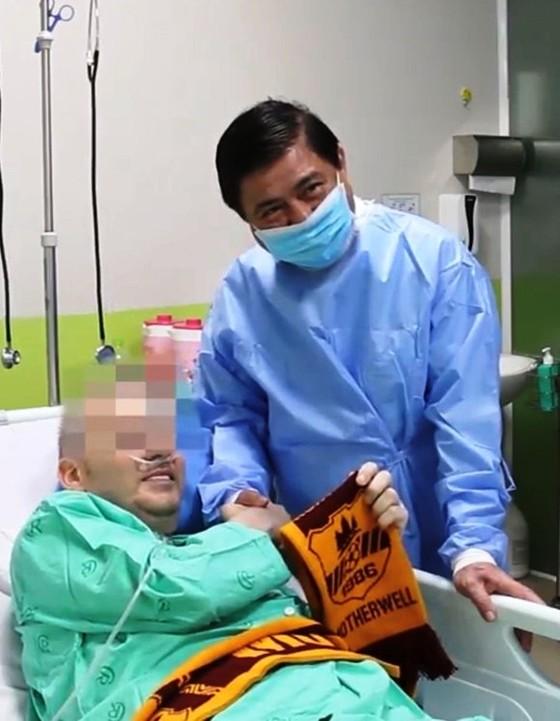 Công bố bệnh nhân mắc Covid-19 nặng nhất - Phi công người Anh khỏi bệnh ảnh 1