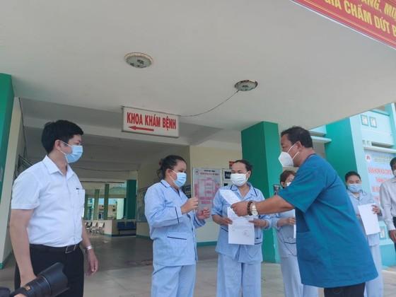 4 bệnh nhân Covid-19 đầu tiên ở Đà Nẵng được công bố khỏi bệnh  ảnh 1
