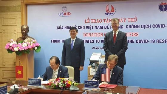 Hoa Kỳ tặng 100 máy thở hiện đại giúp Việt Nam phòng chống dịch Covid-19 ảnh 1