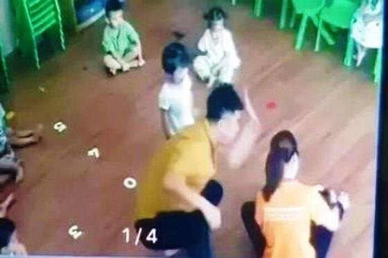 Người đàn ông đánh bé gái 2 tuổi ở Lào Cai đã ra trình diện công an ảnh 2