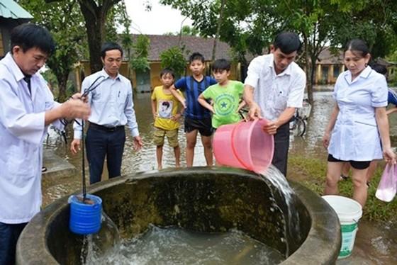 Bộ Y tế cảnh báo nhiều dịch bệnh bùng phát sau mưa lũ ảnh 2