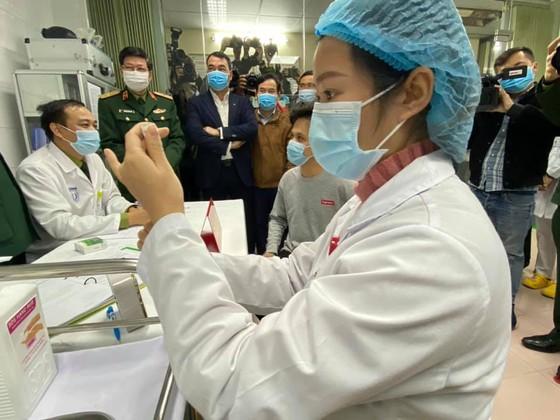 Sáng nay, Việt Nam chính thức tiêm thử nghiệm vaccine Nano Covax: 'Bắt đầu trận đánh lớn' ảnh 5
