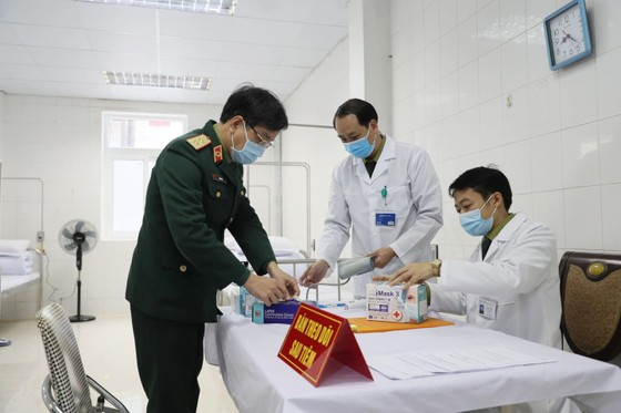 Sáng nay, Việt Nam chính thức tiêm thử nghiệm vaccine Nano Covax: 'Bắt đầu trận đánh lớn' ảnh 10